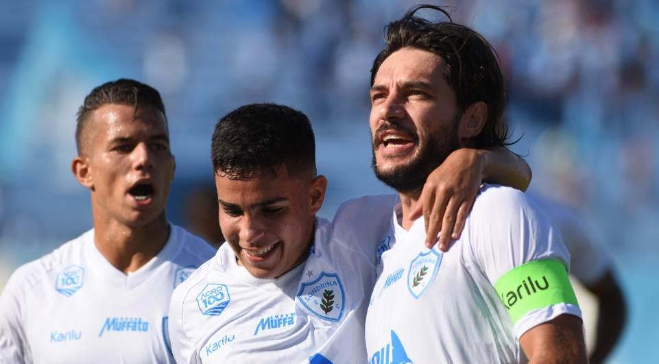 7be8336e2 Londrina goleia o Athletico e se classifica para as semifinais do segundo.